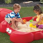 kids playing in Crabbie Sandbox™