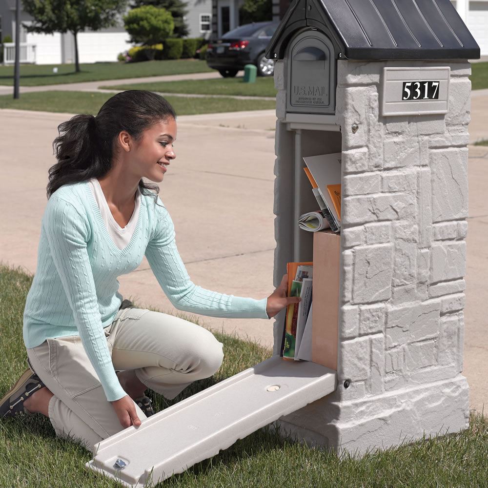 Plenty of storage in plastic mailbox