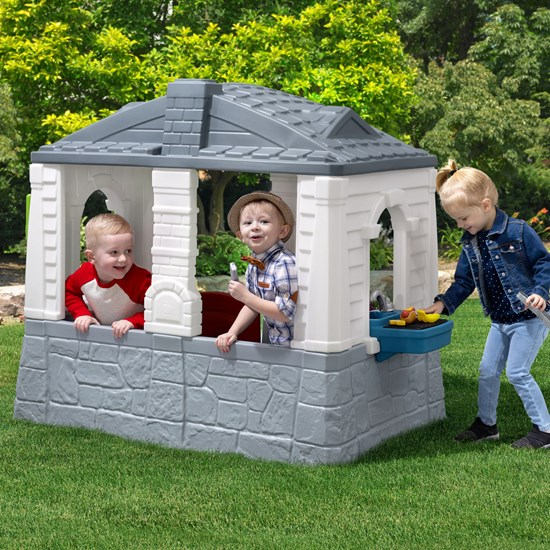 Step2 Lively Living Playhouse