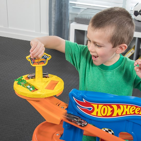 Step2 Hot Wheels Extreme Road Rally Raceway spinning launch bay