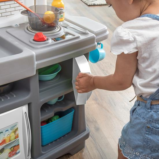 little girl opening microwave Step2 Kiddos Kitchenette