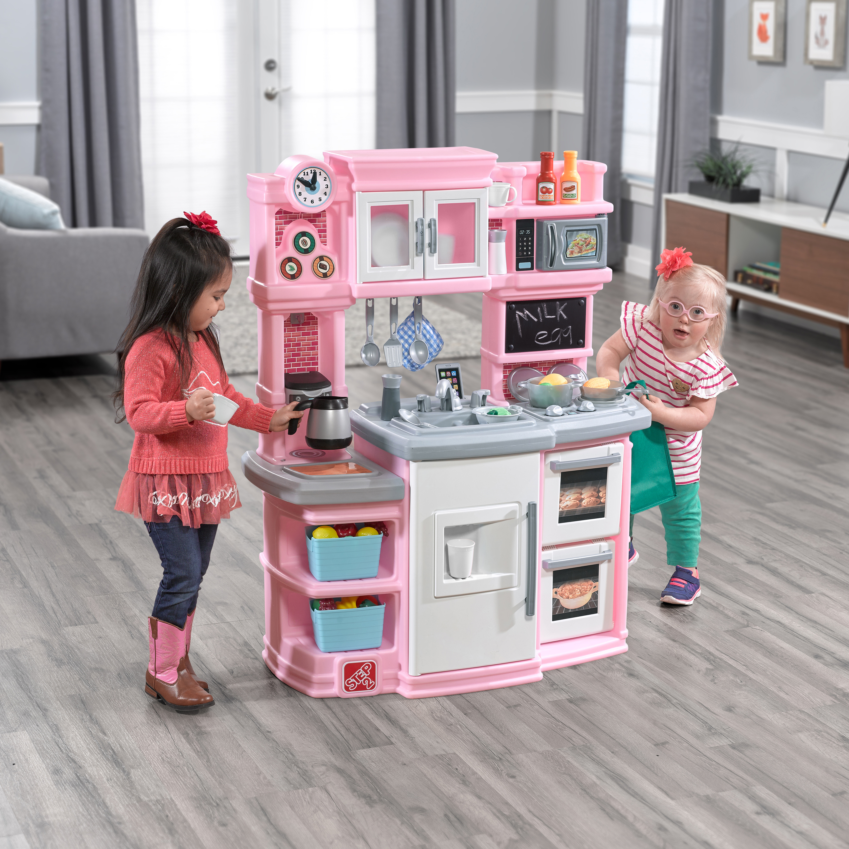 Step2 Great Gourmet Kitchen - Light Pink kids playing