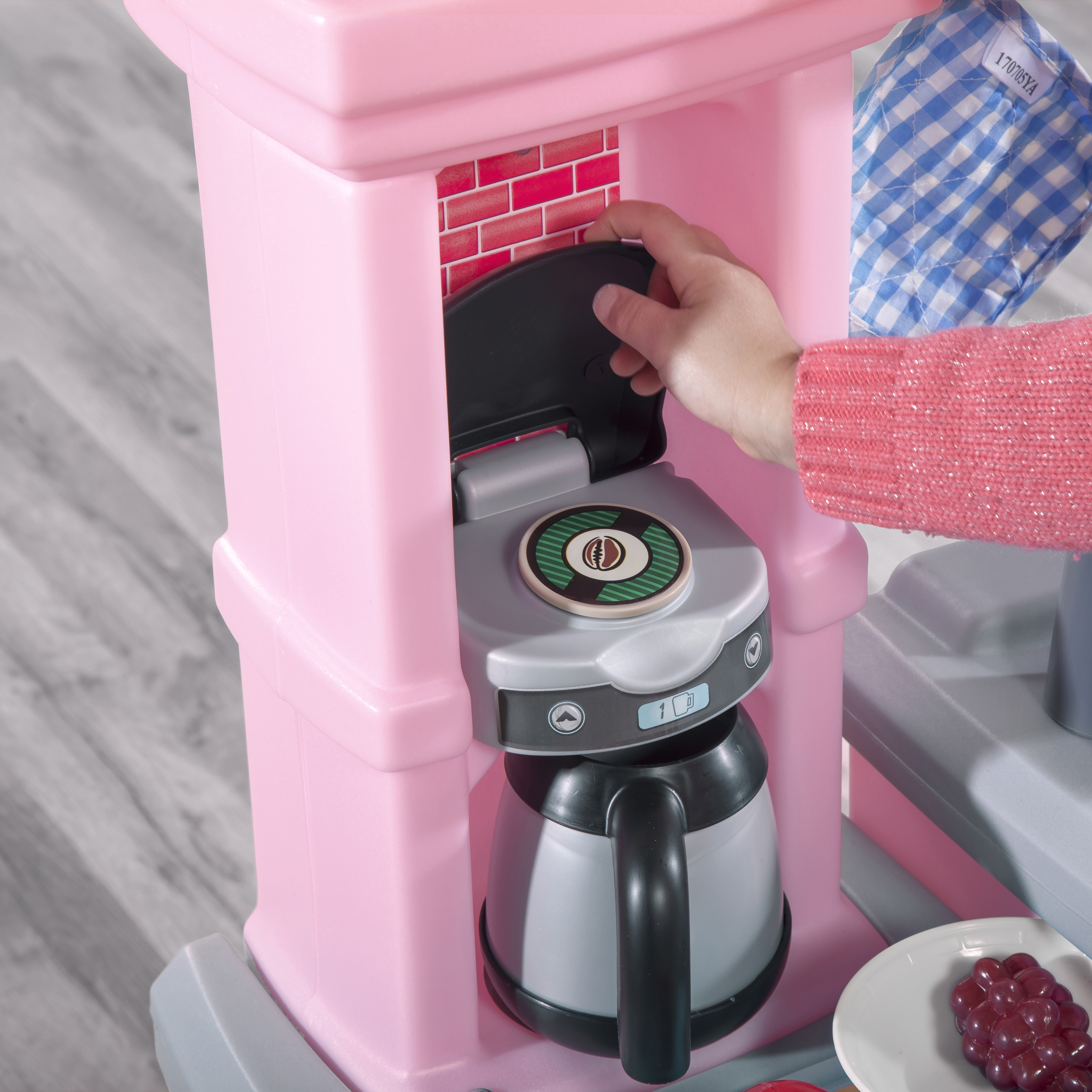 Step2 Great Gourmet Kitchen - Light Pink coffee maker