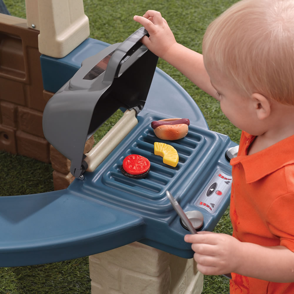 Step2 Great Outdoors Playhouse grill