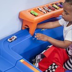 Step2 Hot Wheels Toddler-To-Twin Race Car Bed race track