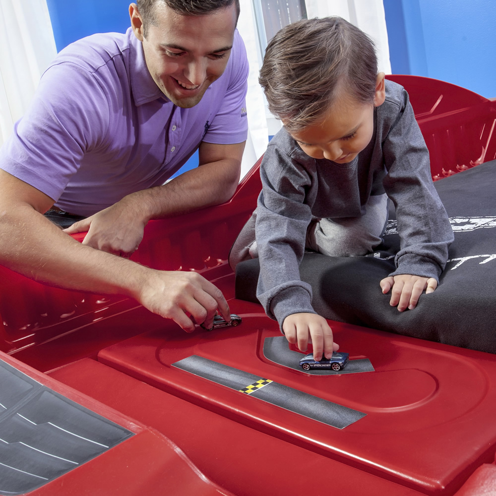 Step2 Corvette Z06 Toddler to Twin Bed race track