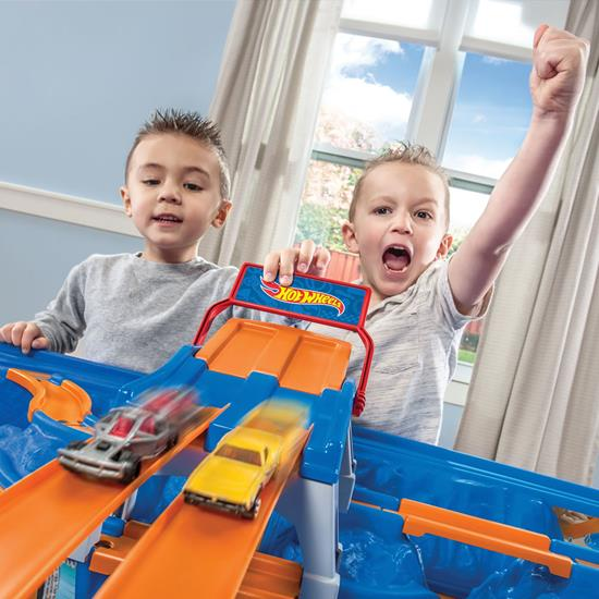 Step2 Hot Wheels Car & Track Play Table racing